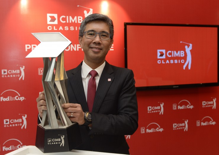 TENGKU ZAFRUL WITH THE CHAMPIONSHIP TROPHY